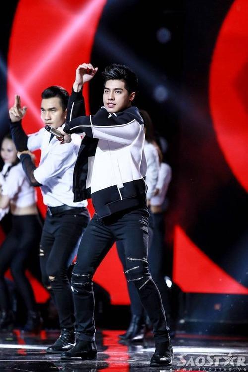 Noo Phước Thịnh khuấy động sân khấu đêm trao giải với hit Hold Me Tonight.