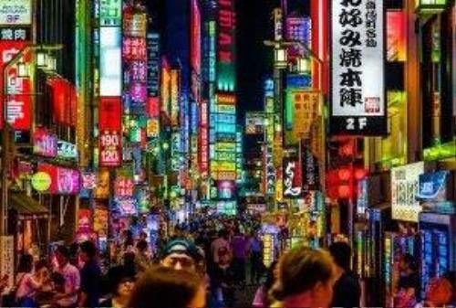 Bên trong một khu phố đèn đỏ nhấp nháy ánh đèn neon ở Nhật Bản.