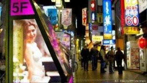 Những quán cafe tình dục trẻ em trá hình được mở ra công khai ở Nhật Bản.