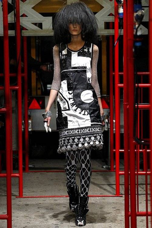 saostar - Hoang Thuy - KTZ - London Fashion Week (11)