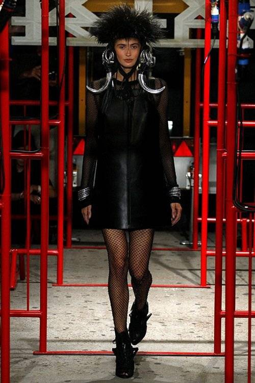 saostar - Hoang Thuy - KTZ - London Fashion Week (4)