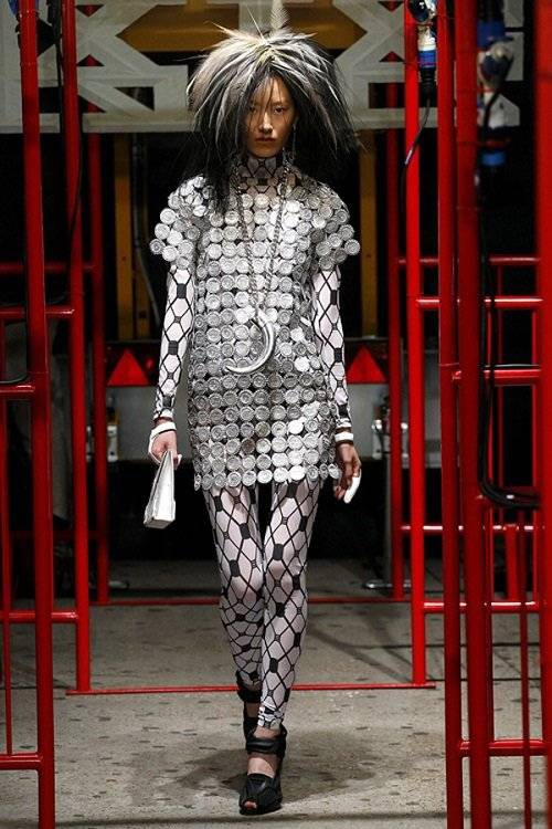 saostar - Hoang Thuy - KTZ - London Fashion Week (7)