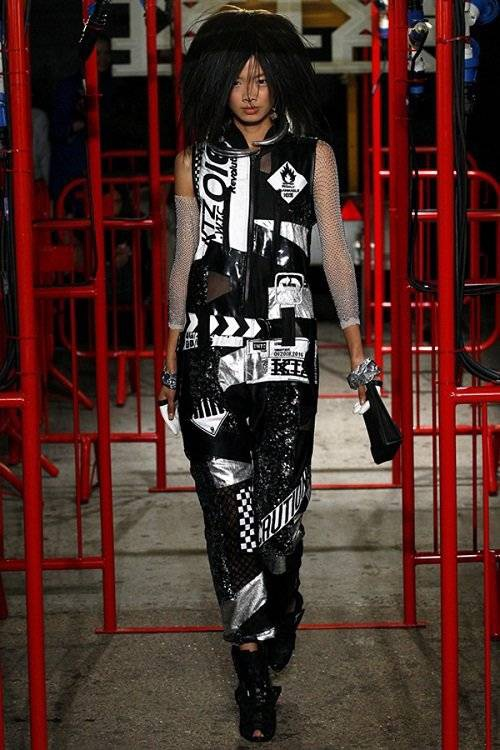 saostar - Hoang Thuy - KTZ - London Fashion Week (9)