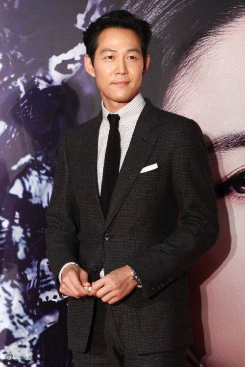 Lee Jung Jae cũng có mặt.