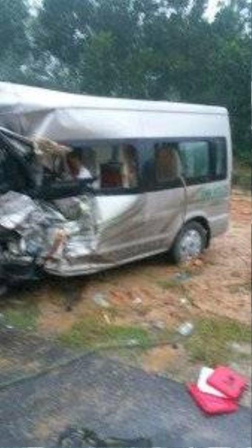 Hiện trường xe khách gặp nạn - Ảnh: Hiệp Trần