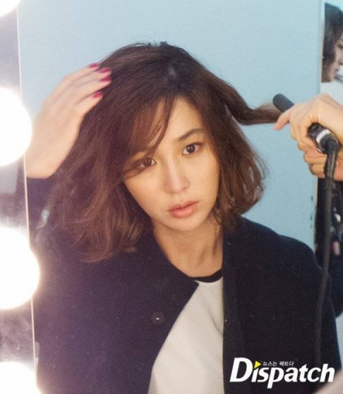 Hậu trường buổi chụp hình thời trang của Lee Min Jung vừa được tiết lộ. Kể từ sau khi sinh con trai đầu lòng cho tài tử Lee Byung Hun vào cuối tháng 3, nữ diễn viên 29 tuổi dần quay trở lại công việc.