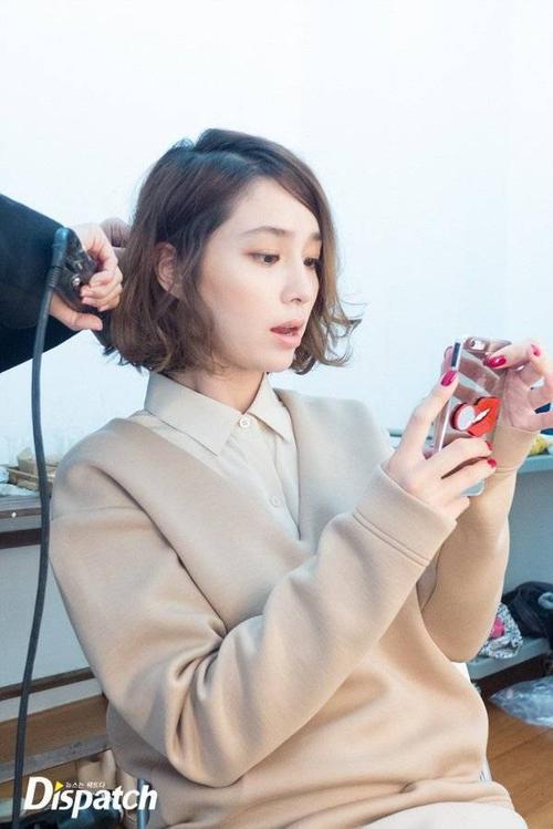 Về cuộc sống vợ chồng, Lee Min Jung cùng ông xã Byung Hun tham dự các buổi tiệc gặp gỡ, đám cưới bạn bè … Lee Byung Hun cũng đã công khai xin lỗi vợ vì những gian dối vừa qua.