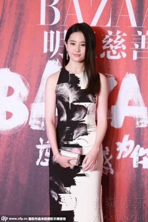 Cô cũng đi một mình dù Song Seung Hun cũng tham gia.