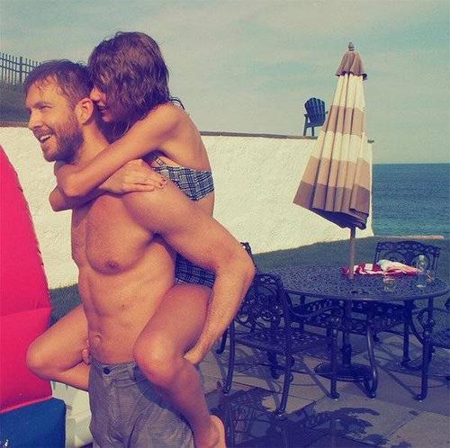 Taylor  khoe ảnh vui vẻ bên bạn trai.