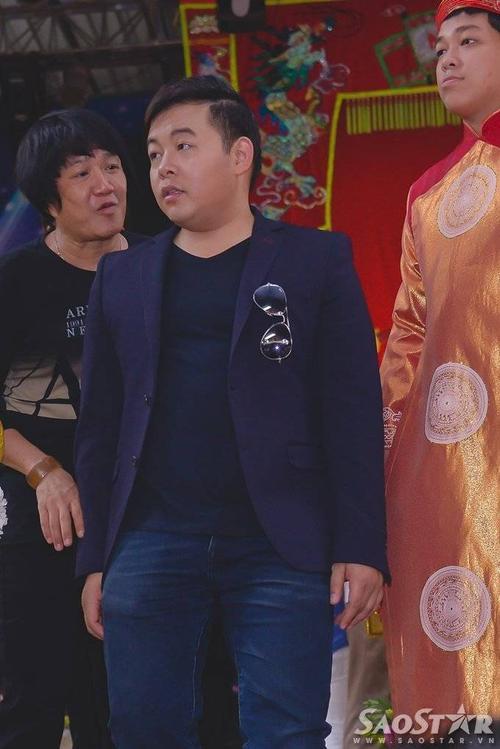 Quang Lê đến sân khấu khá sớm.