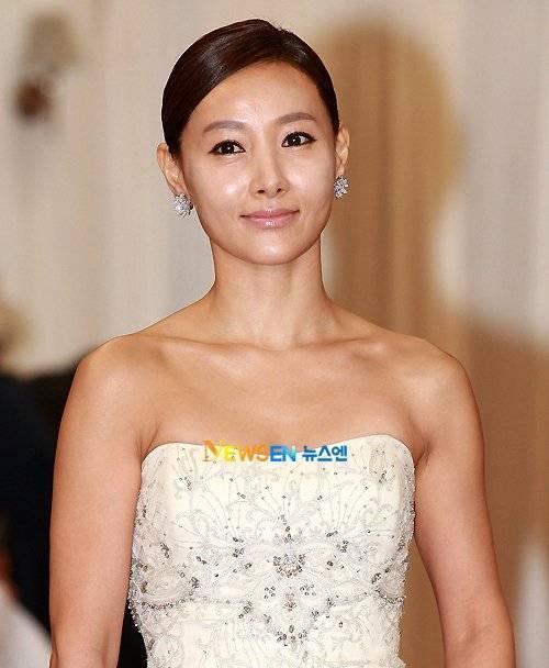 Tháng 7/1998, nữ diễn viên Do Jiwon bị một cặp đôi dùng dao đe dọa ở bãi đỗ xe tại Seoul. 2 người này sau đó bắt cóc và nhốt cô trong xe và lái xe vòng quanh suốt 5 tiếng đồng hồ sau đó mới thả ra với đề nghệ tiền chuộc 14 triệu won.