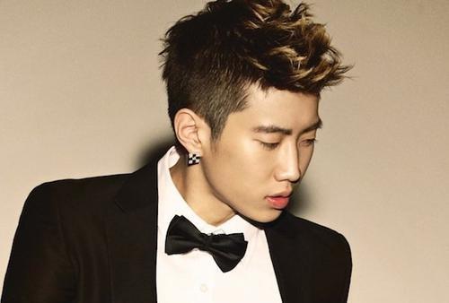 """Cựu thành viên của 2PM Jay Park gặp khủng hoảng nghiêm trọng khi anh rút lui khỏi nhóm vì scandal """"chửi Hàn Quốc"""" vào năm 2009. Đỉnh điểm sự việc là các anti-fan thực hiện một kiến nghị yêu cầu nam ca sĩ tự tử. Bản kiến nghị đã thu thập được 3000 chữ ký nhưng may mắn sau đó bị xóa bỏ."""