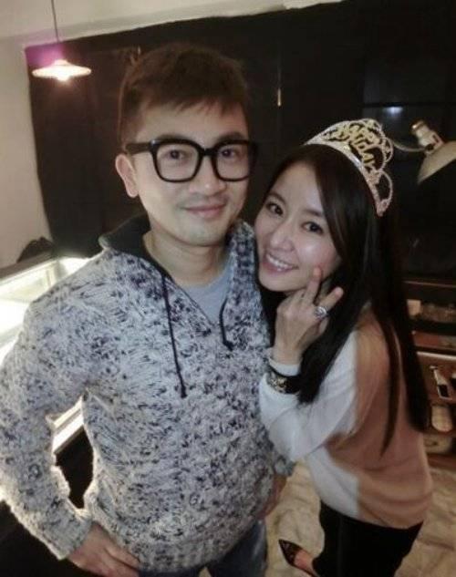 Cặp đôi trong tiệc sinh nhật của Tô Hữu Bằng.