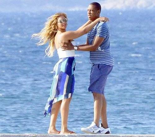 Vợ chồng Beyonce - Jay Z trong kỳ nghỉ ở châu Âu mới đây.