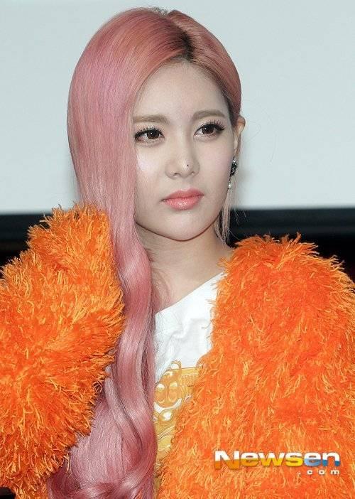 Cũng như Boram, Qri là người đẹp khó đoán tuổi trong số các nữ ca sĩ thần tượng ở Kpop. Tuy nhiên về mức độ nổi tiếng, Qri không được chú ý như các thành viên khác.