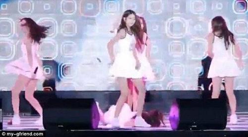 Fancam ghi lại màn trình diễn của nhóm nữ G-Friend là fancam duy nhất nằm trong top nhiều người xem không phải vì yếu tố gợi cảm. Tại buổi diễn vào đầu tháng 9, 6 thành viên G-Friend mang ca khúc mới Me gustas tu đến chương trình phát sóng trực tiếp của đài SBS và liên tiếp 8 lần bị ngã vì sàn sân khấu trơn.