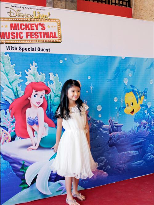 Bảo Tiên xinh đẹp như một cô công chúa.