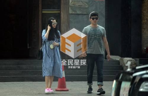 Phạm Băng Băng và Lý Thần rời nhà vào sáng sớm.