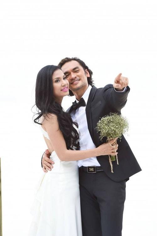 Việt Trinh mặc váy cưới trong phim điện ảnh đầu tay.