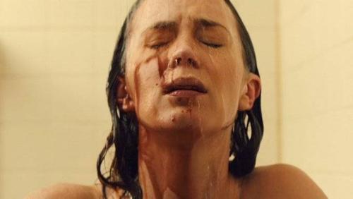 Emily Blunt trong một phân cản của Sicario.