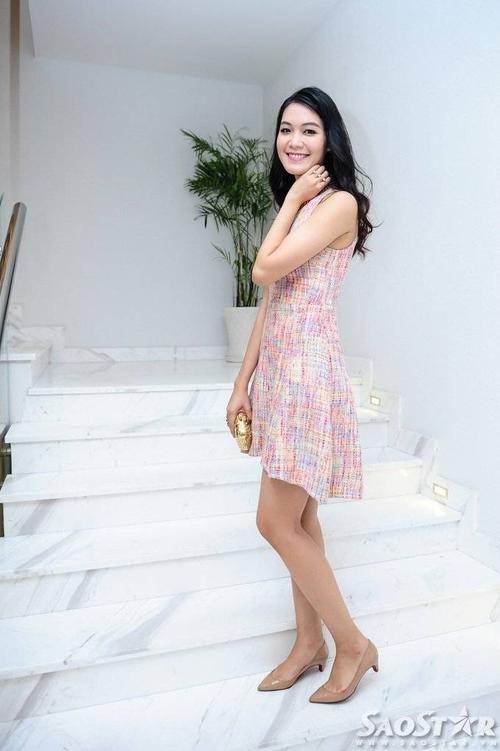Hoa hậu Việt Nam 2008 nổi bật trong buổi tiệc nhờ vóc dáng chuẩn và chiều cao khủng - 1,84 m.