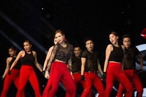 """Dòng nhạc Dance sôi động và vũ đạo """"cực nóng"""" luôn làm khán giả đứng ngồi không yên."""