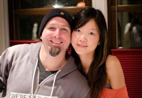 Jeremy, 40 tuổi và Winnie 36 tuổi, đã được nghỉ hưu từ 2 năm trước. Số tiền tích lũy đủ để họ đi du lịch, sống sung túc đến cuối đời, nhờ việc tiết kiệm đến 70% thu nhập suốt thời đi làm. Ảnh: gocurrycracker.