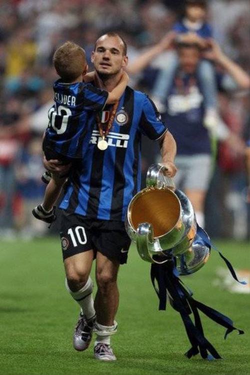 Cùng con trai ăn mừng lên ngôi vô địch cùng Inter Milan.