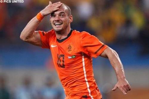 Trên sân bóng, dù gặp tình huống căng thẳng hay hụt ghi bàn, Sneijder luôn nở nụ cười tươi.