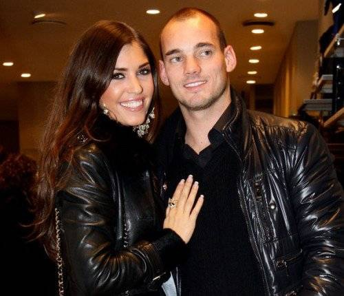 Đi một vòng, cuối cùng Sneijder cũng về lại bên mối tình đầu Yolanthe Cabau của mình.