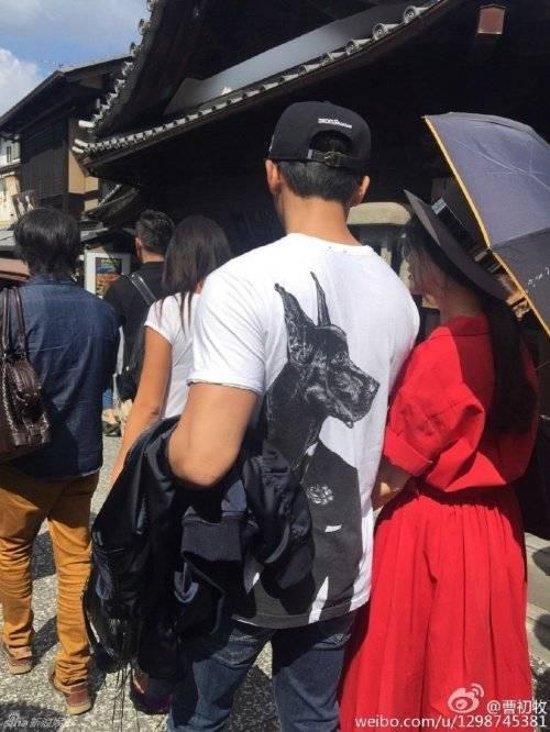 Phạm Băng Băng bám chặt Lý Thần ở Nhật Bản.
