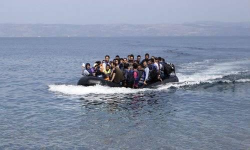 gười tị nạn Afghanistan trên hành trình tới đảo Lesbos, Hy Lạp ngày 9/9. Ảnh Reuters.