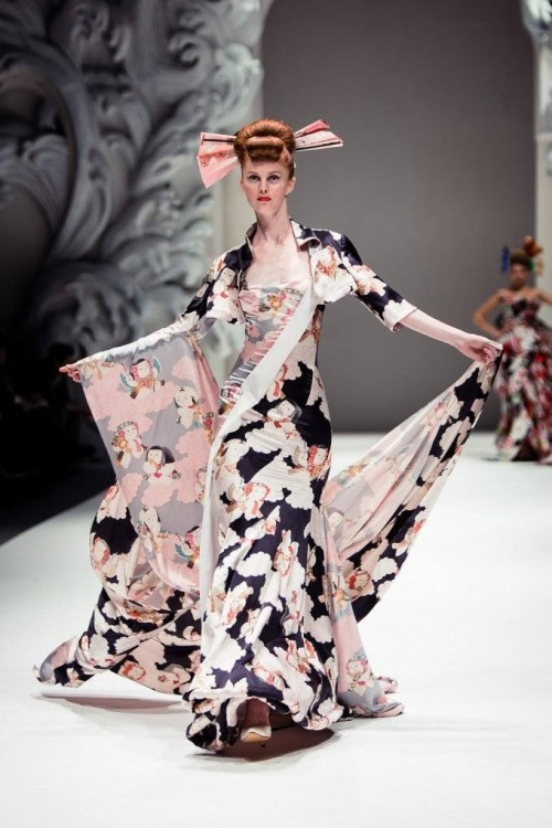 Những thiết kế độc đáo của bà đã được lọt vào mắt xanh và mua bởi những thương hiệu đắt đỏ nhất thời bấy giờ như Saks Fifth Avenue, Bergdorf Goodman, Henri Bendel và Neiman Marcus.