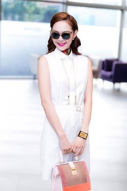 Minh Hằng cũng phải lòng phụ kiện mới mẻ với mẫu khăn sắc màu.
