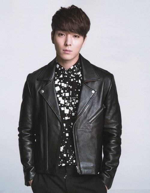 Jonghun của F.T.Island được phát hiện khi đang đi trên phố. Người quản lý để ý đến vẻ điển trai của anh chàng và thậm chí mua đồ ăn cho Jonghun và cuối cùng thuyết phục đầu quân về công ty.