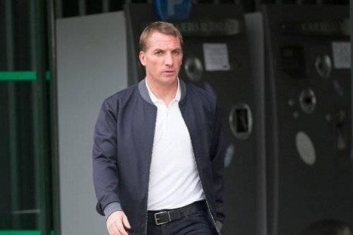 HLV Brendan Rodgers trông rất mỏi mệt và buồn bã.