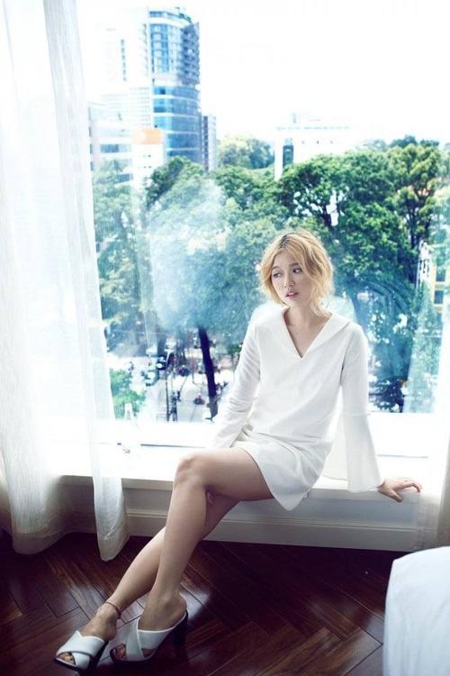Ngoài thành tích ca hát, Suni còn có thời gian dài hoạt động tại nhóm nhảy Oh và thông thạo 3 ngoại ngữ: tiếng Anh, tiếng Hàn, tiếng Hoa.