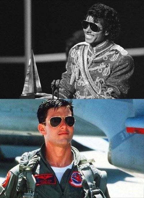 """Hình ảnh Michael Jackson tại Grammy 1984 (trên) với chiếc kính phi công gắn liền với phong cách thời trang của ông và Tom Cruise trong """"Top Gun""""."""