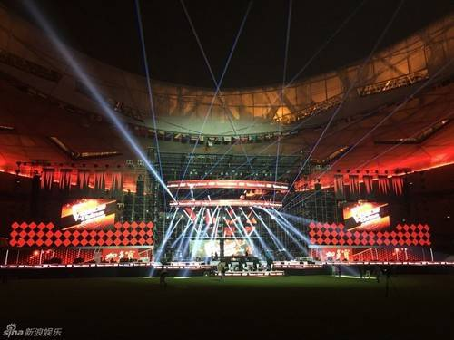 Sự hoành tráng của sân khấu chung kết.