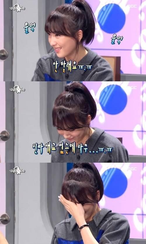 Kang Ji Young bật khóc vì liên tục bị đề nghị thể hiện biểu cảm dễ thương.