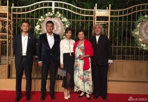 Dàn sao Thiên long bát bộ năm xưa. Hồ Quân, Lưu Đào, Trịnh Bội Bội và đạo diễn, nhà giám chế Trương Kỷ Trung.