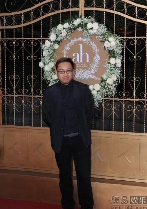 Đạo diễn biên kịch Vu Chính - người rất thân với Angela Baby.