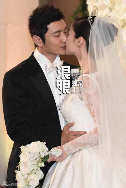Nụ hôn tình cảm của cặp sao.
