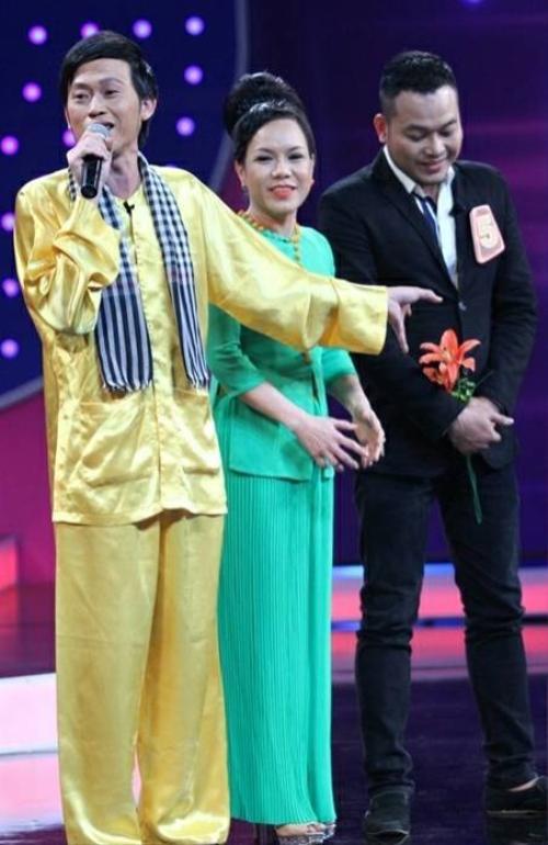 Khánh Bình được Hoài Linh và Việt Hương yêu mến và giúp đỡ từ khi mới bước chân vào nghề.