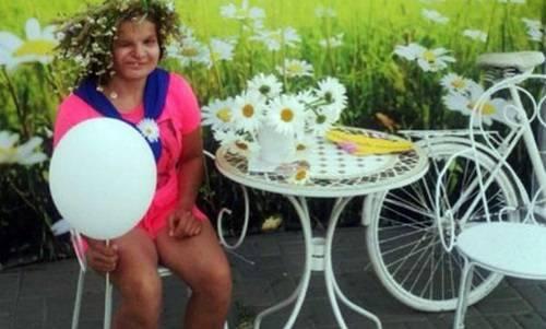 Bé Katya 16 tuổi bị mẹ mình bỏ rơi tại bệnh viên khi còn là trẻ sơ sinh.