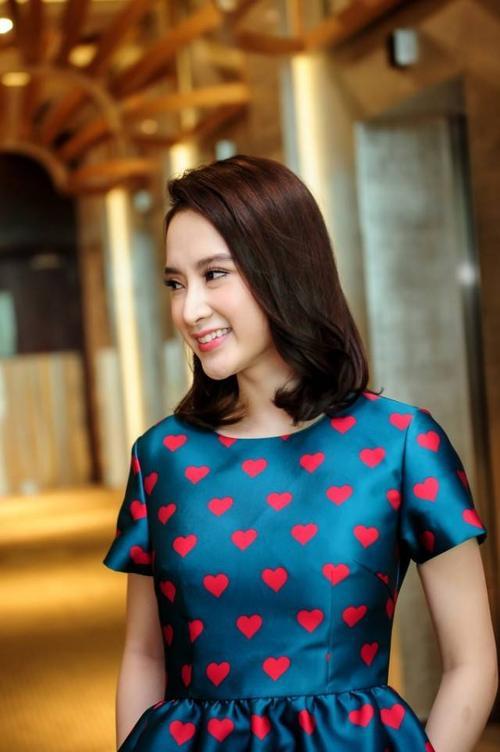 Angela Phương Trinh là người đẹp thứ 4 mặc trang phục váy hạo tiết trái tim của NTK Đỗ Mạnh Cường.