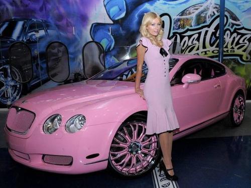Là người chuộng thế giới màu hồng của búp bê Barbie, năm 2008 kiều nữ nhà Hilton đã tậu chiếc xe màu hồng nổi bật thuộc dòng Continental GT của hãng Bentley có giá hơn 200.000 USD. Chiếc xế được sơn màu hồng từ bánh xe cho đến nội thất, mỗi bộ phận đều được thiết kế riêng biệt hóa dành cho Paris Hilton. Phần ghế ngồi lấp lánh chữ cái PH - viết tắt tên của nữ chủ nhân.
