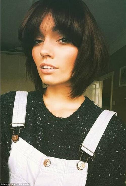 Charlotte, sinh viên khoa Kịch nghệ, trẻ trung và đam mê selfie như bao cô gái khác.