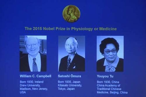 Hội đồng giám khảo ở Stockholm, Thụy Điển đã trao giải thưởng Nobel Y học 2015 danh giá cho 2 công trình nghiên cứu: phương pháp mới trị nhiễm giun ký sinh của giáo sư William C. Campbell (Ireland) cùng đồng nghiệp người Nhật Bản Satoshi Omura và liệu pháp điều trị sốt rét từ thảo dược cổ truyền của nữ giáo sư Đồ U U (Trung Quốc).