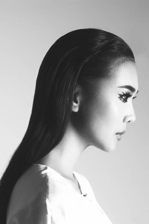 Thanh Hằng được Ban tổ chức chọn là gương mặt đại diện cho chuỗi chương trình thời gian Elle Fashion Journey 2015.